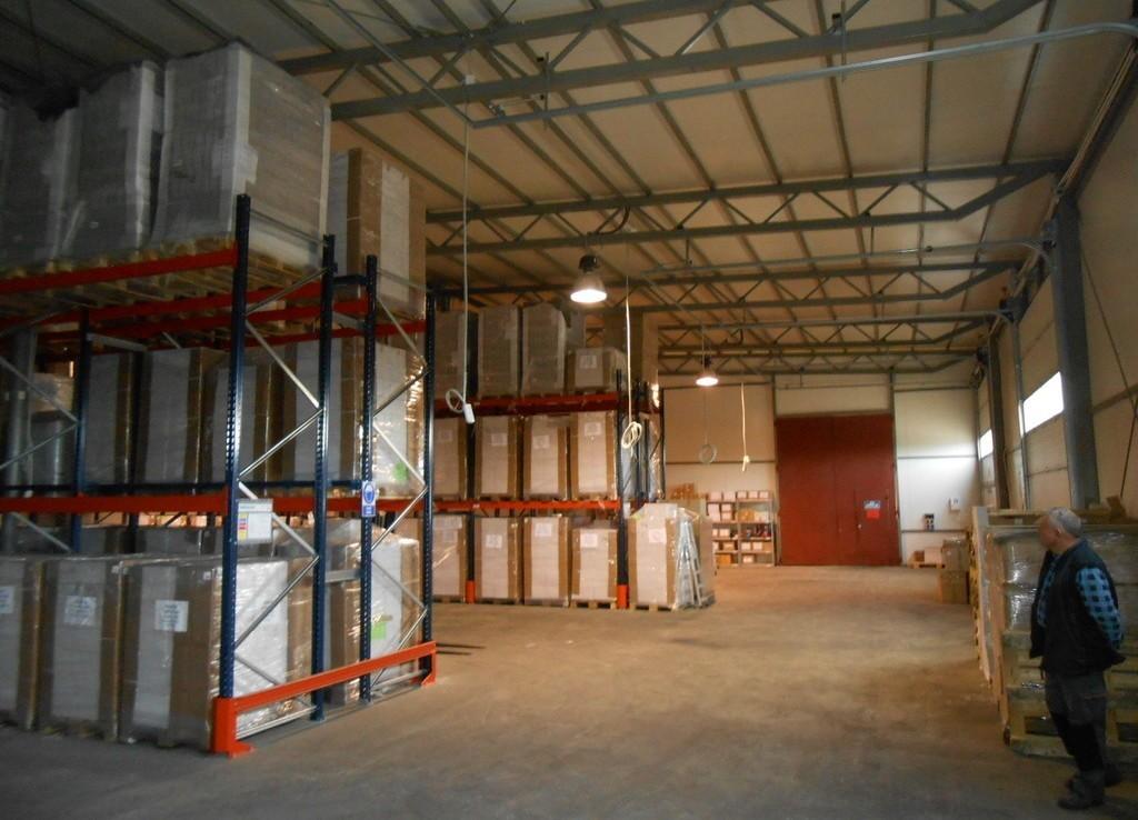 Hala przemysłowa + pomieszczenia socjalne + biura