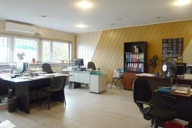 Obiekt magazynowo-biurowy z rampą i placem