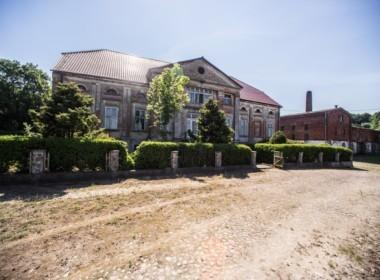 Palac w Przybyslawiu 21 ha działki
