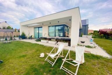 Wielowymiarowy dom o nowoczesnej architekturze