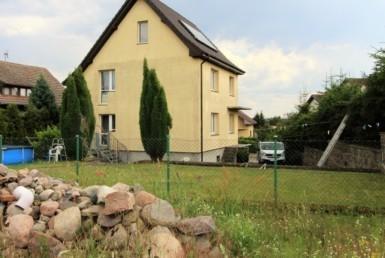 Dom z ogrodem w cichej dzielnicy Łobza.