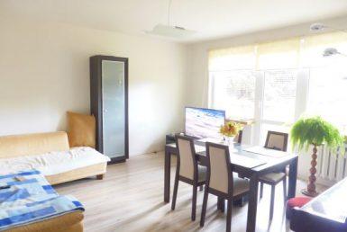 Na sprzedaż 3 pokoje z dużym balkonem.