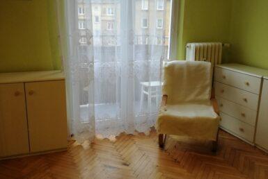 Na sprzedaż 2 rozkładowe pokoje z balkonem .