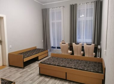 Mieszkanie pracownicze, dla 10-12 osób, centrum